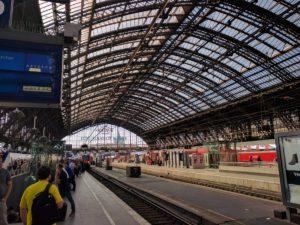 Am Gleis im Kölner Hauptbahnhof