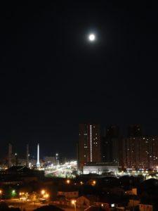 Mond über Astana
