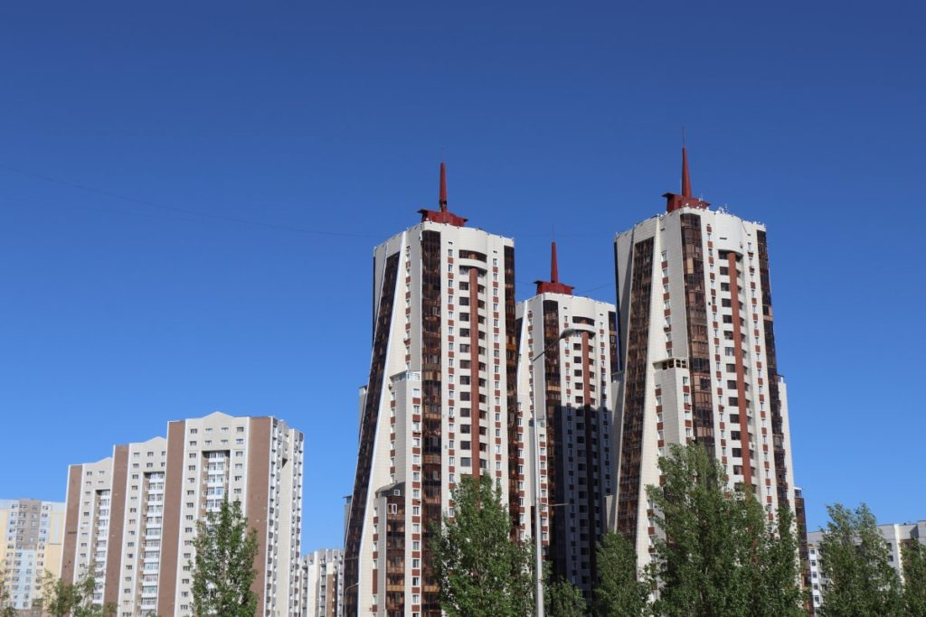 Hochhäuser in der Nähe des Hotels