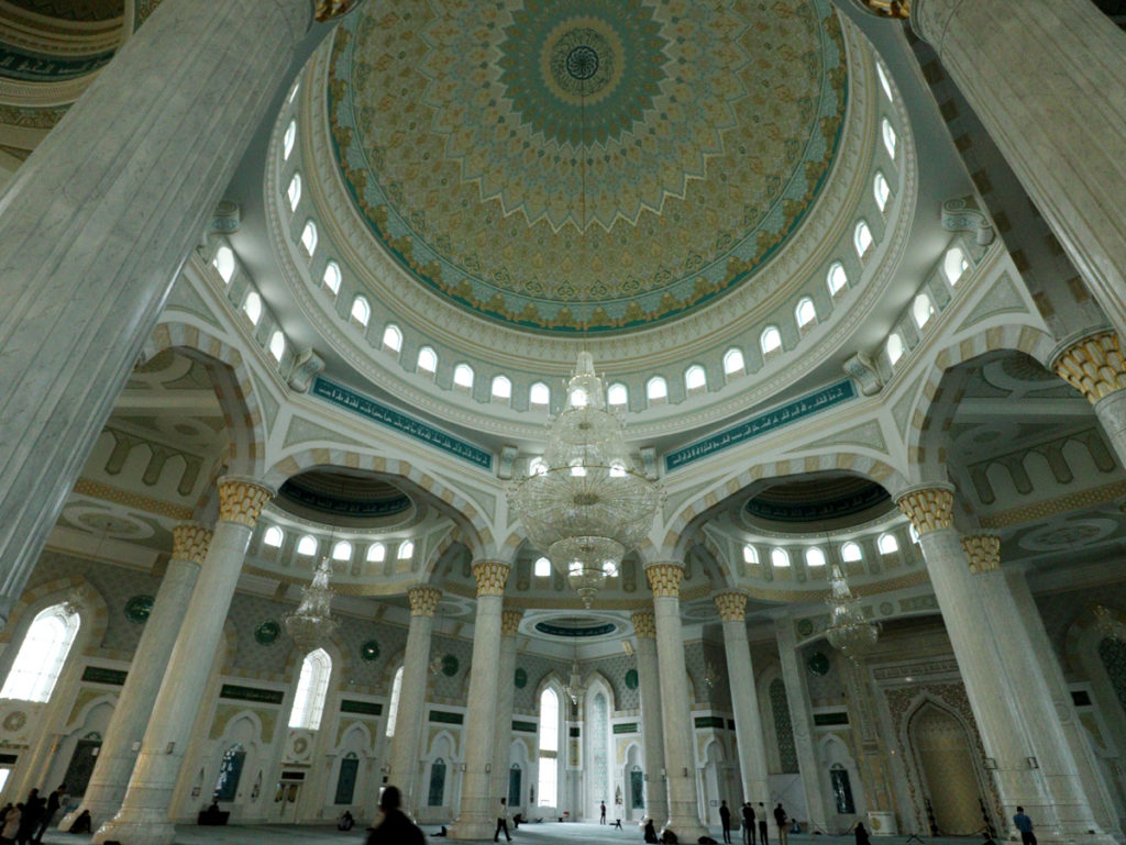 Großer Raum in der Hazram-Sultan-Moschee