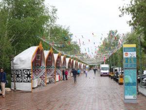 Straßenmarkt in der Nähe des Flusses Ischim